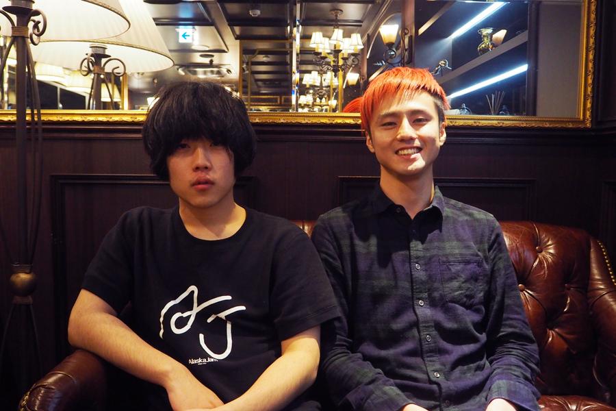 空きっ腹に酒(左から)ボーカルの田中幸輝、ギターの西田竜大