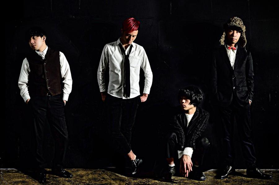 空きっ腹に酒(左から)シンディ(ba)、西田竜大(g)、田中幸輝(vo)、いのまた(dr)