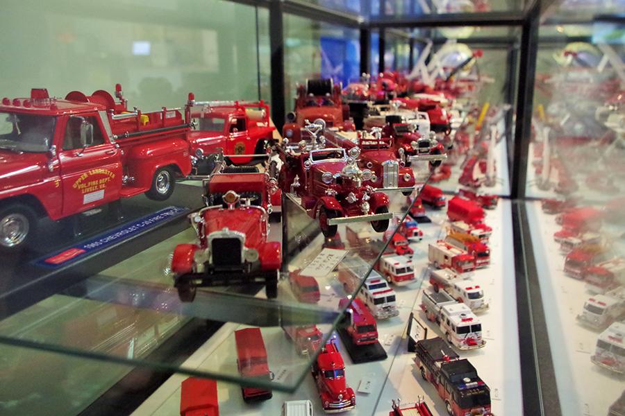 特別展ではあらゆる消防車約200台がずらりと並ぶ