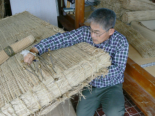 「現代の名工」に選ばれた職人による、畳の土台部分を作る「畳床作り」も披露される