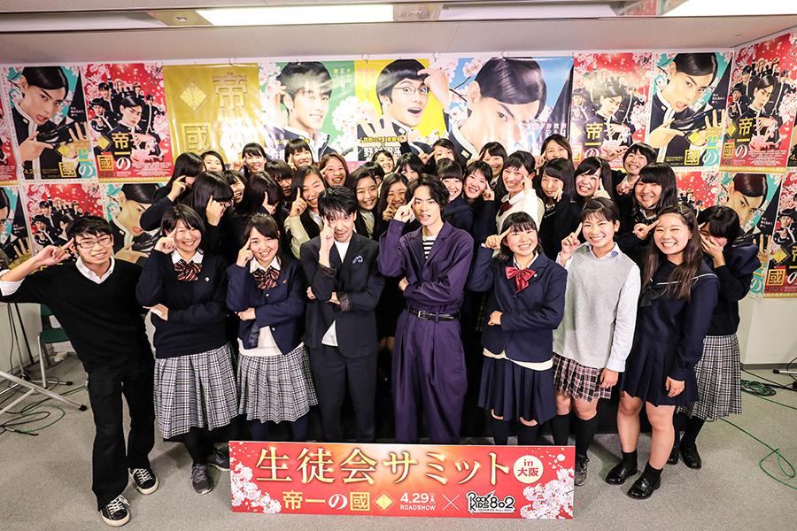 FM802の公開収録イベントに参加した菅田将暉と永井聡監督と現役高校生たち(26日・大阪市内)