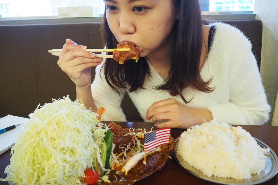 もくもくと食べ続けること1時間・・・食べても食べても減らないキャベツ!