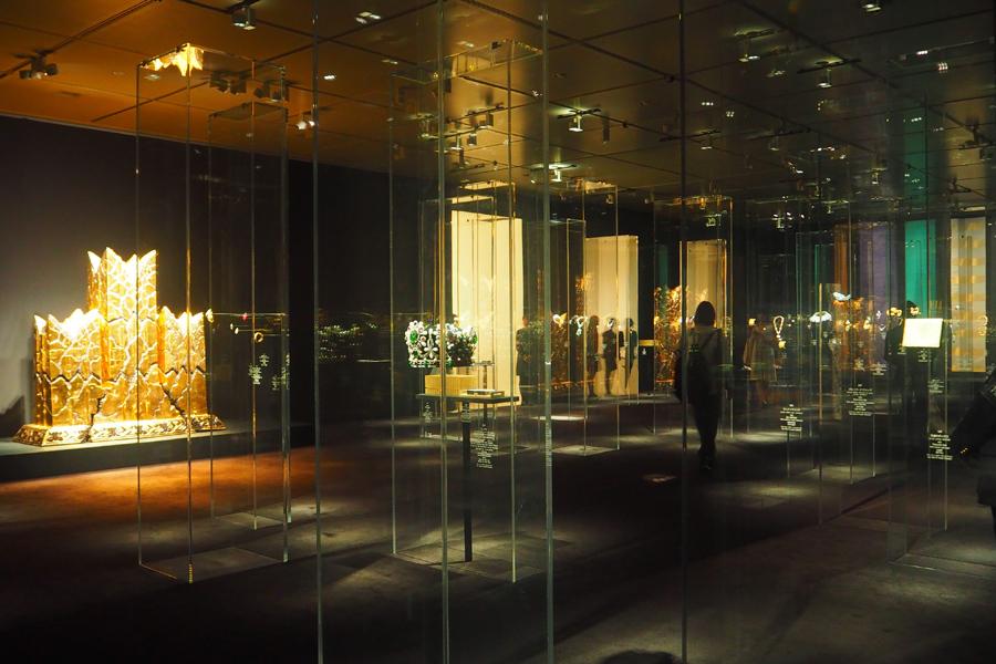 現在活躍中の日本工芸作家の作品とハイジュエリーのコラボレーションを展示する第3セクション