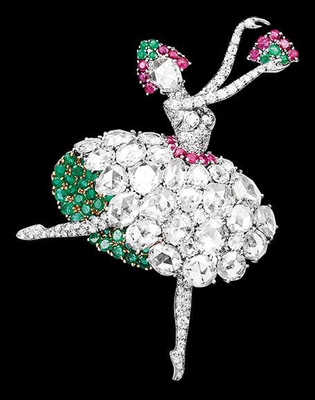《ダンスーズ エスパニョール クリップ》 ヴァンクリーフ&アーペル コレクション 1941年 プラチナ、ゴールド、ルビー、エメラルド、ダイヤモンド Patrick Gries © Van Cleef & Arpels