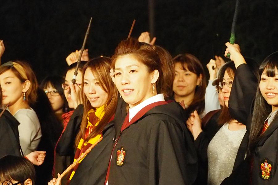 「ウィザーディング・ワールド・オブ・ハリー・ポッター」のショーを体験した吉田沙保里(18日、ユニバーサル・スタジオ・ジャパン)