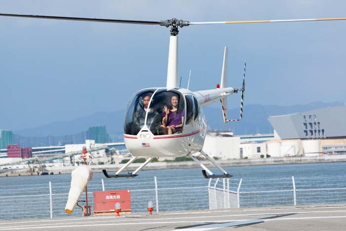 ヘリコプターに乗って搭乗した寺川綾選手