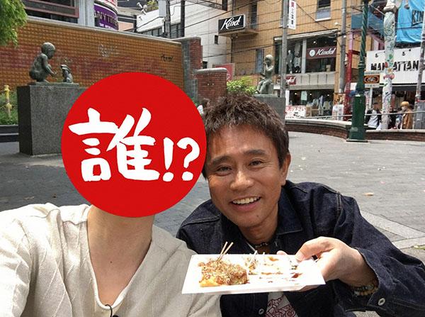 イケメン俳優は、自撮り棒で浜ちゃんとの2ショット写真を撮影(毎日放送『ごぶごぶ』)