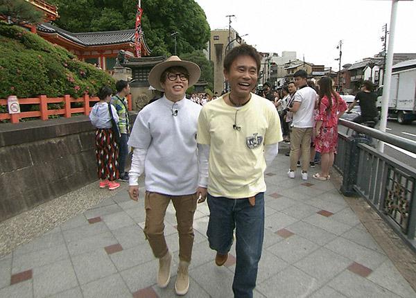 京都に詳しい芸人がおすすめする和菓子店を巡る浜田雅功と西川貴教(毎日放送『ごぶごぶ』)