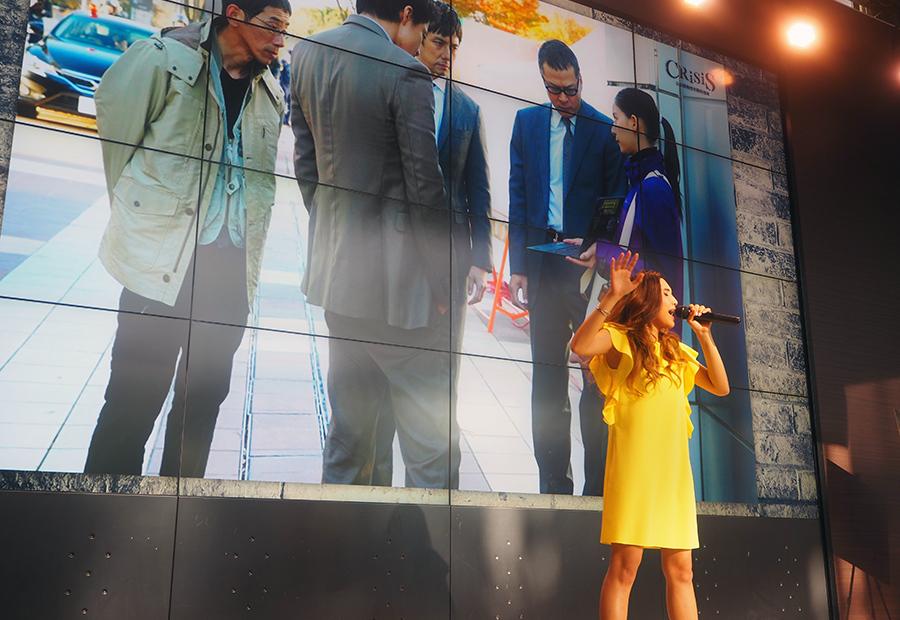 ドラマで使用されている『I need your love』『Empty』の2曲を披露した歌手・Beverly(22日・大阪市内)