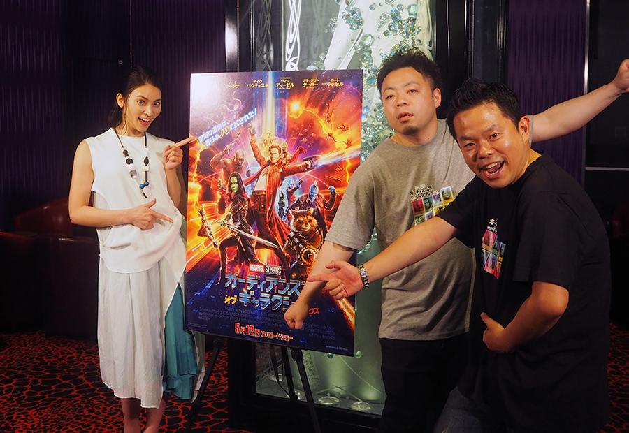 女優・秋元才加(左)とお笑い芸人・ダイアン(10日・大阪市内)