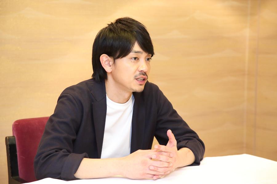 「若い人にもたくさん観ていただいて、たたら製鉄という日本の伝統をもっと知ってもらいたい」と話す青柳