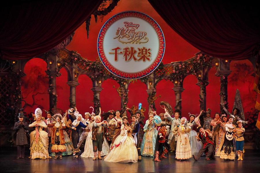 ディズニーミュージカル『美女と野獣』京都公演。5月21日の千秋楽におこなわれた特別カーテンコール (C)Disney