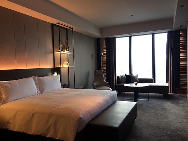 39階客室「コンラッドスイート」のベッドルーム