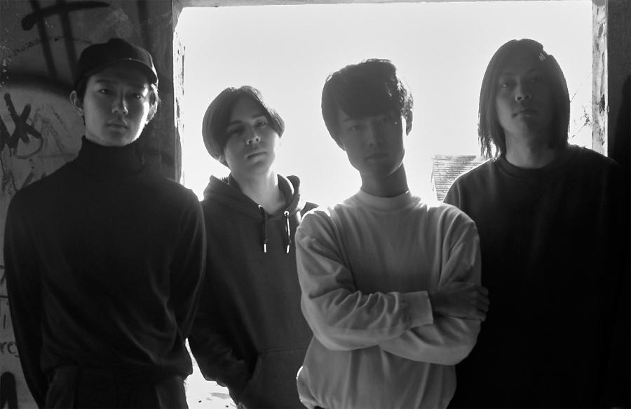 DYGL(左から)Yotaro Kachi(ba)、Kohei Kamoto(dr)、Nobuki Akiyama(vo)、Yosuke Shimonaka(gt)