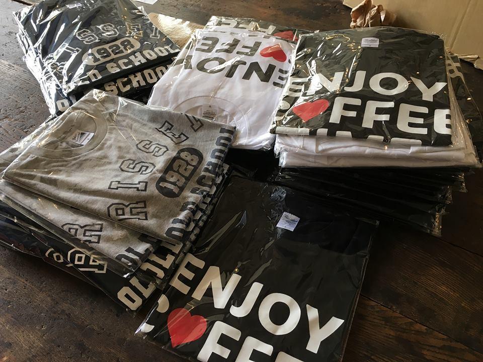 イベントオリジナルのTシャツもあり、コーヒー飲みくらべチケットとのセット券も人気
