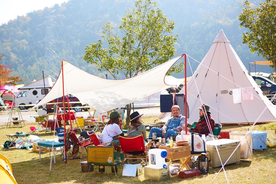 テントエリアとオートキャンプエリア、そして宿泊をしないシートエリア、ライブエリアで構成される
