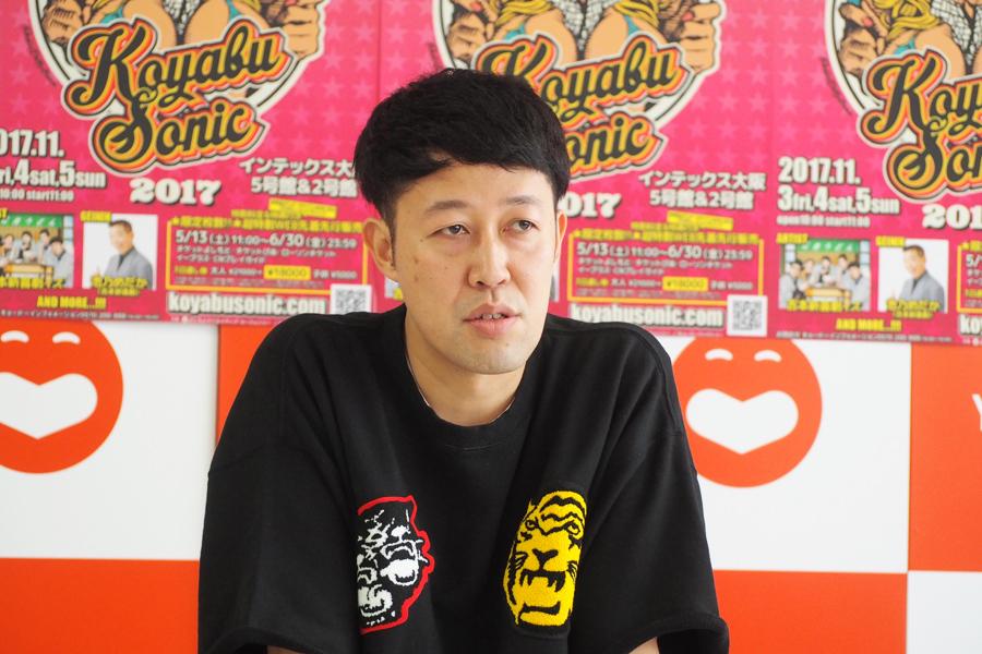 『コヤブソニック2017』開催発表会見に登場した小籔千豊(12日、大阪市内)