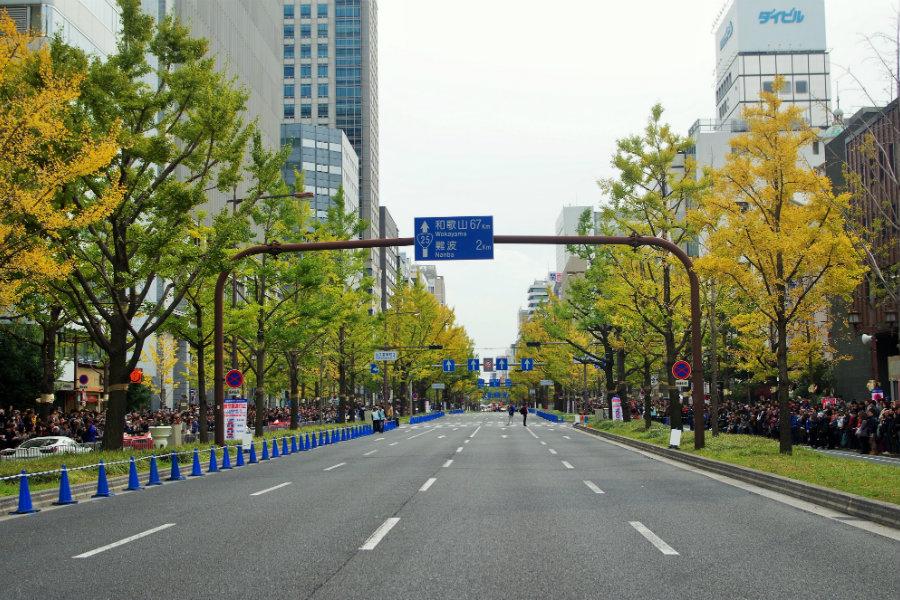 大阪の大動脈と呼ばれる御堂筋。戦火にも耐えた銀杏並木は植え付け当時、「日本らしさ」を強く意識していた