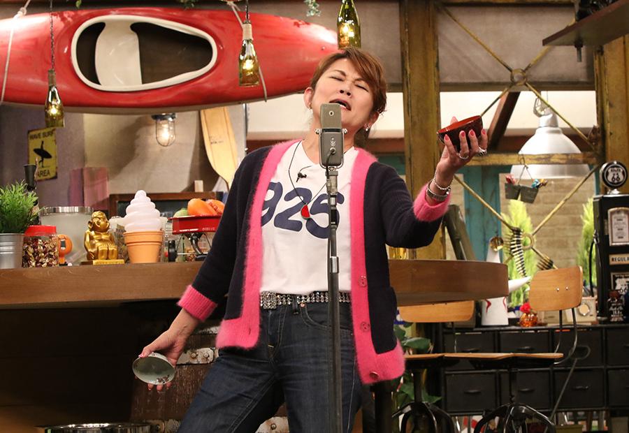 芸歴37年、今のネタを作り続ける山田邦子がイチオシを披露