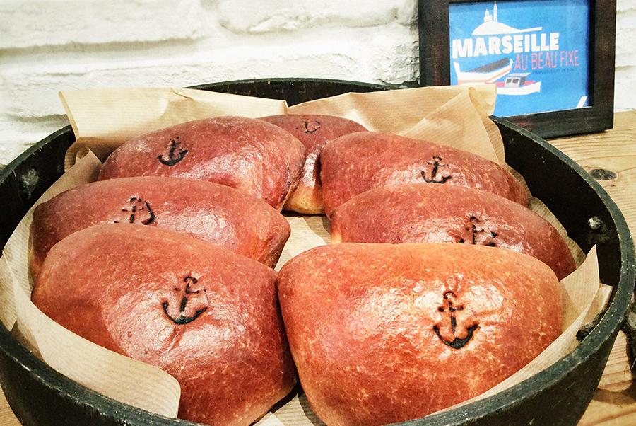 大阪・堀江エリアの「ペサ」のクリームパンは、外せない定番商品