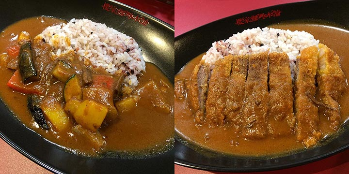 左から、季節の野菜カレー950円、北海道放牧豚のカツカレー1050円。ごはんは白米と五穀米から選べる。ほかにカレーは6種類