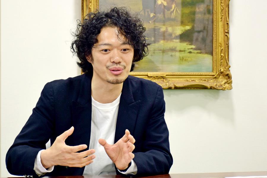 「大阪で活動していた頃は思うように動員が伸びず、辛酸をなめた。東京でストイックに頑張って大きくなって帰ってくることで、あの5年間の悔しい日々を空に浄化させたい(笑)」と丸尾