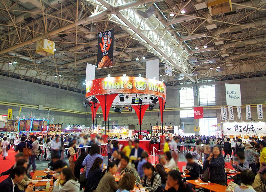 食博楽市(日本の味)会場の様子、多くの来場者が各地のグルメを楽しんだ
