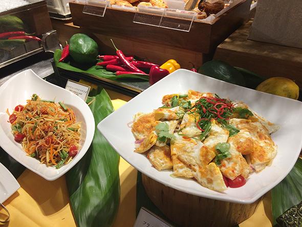 スープやサラダ、炒め物にカレーなど、メニューは20種ほど