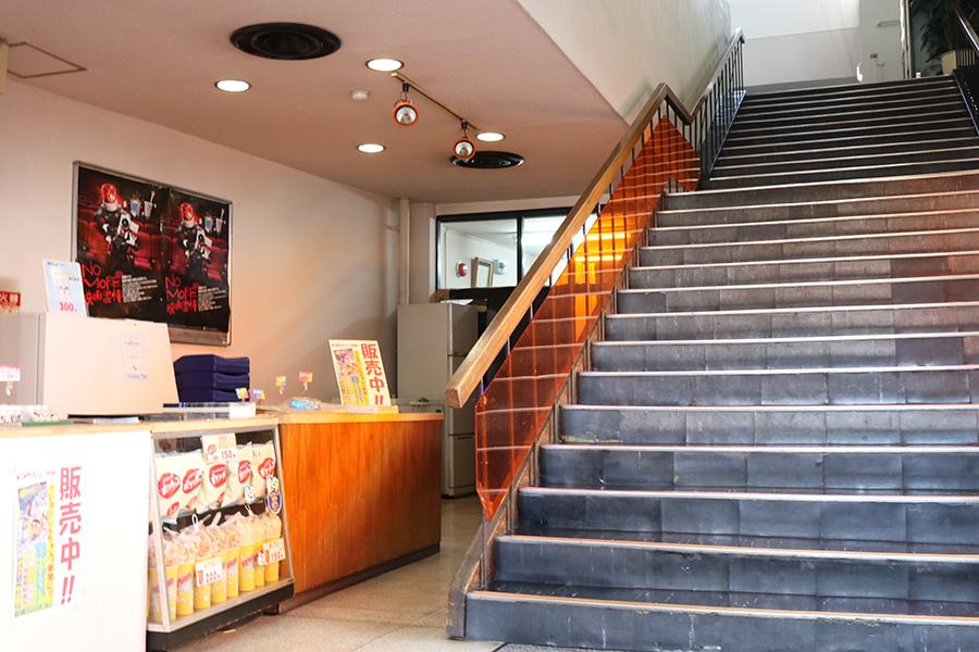 「淡路東宝劇場」のロビー