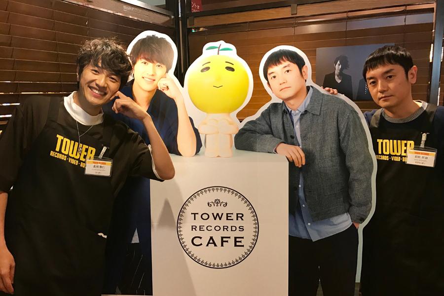 「TOWER RECORDS CAFE 渋谷店」をサプライズ訪問したゆず(4月27日)
