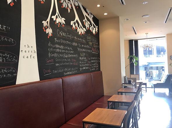 「パティスリー ジ・アースカフェ」は1階がパティスリー、2階がカフェ