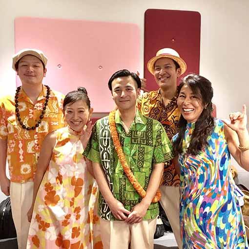 左4人が、赤澤かおりとTakman Rhythm&Takada Mario。右端は『LOCAL HAWAII』の著者のひとり、ハイディ・タム