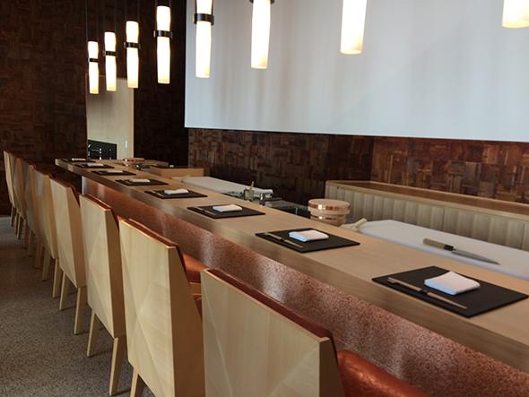 「蔵ー鉄板焼&寿司」の9席限定寿司カウンター
