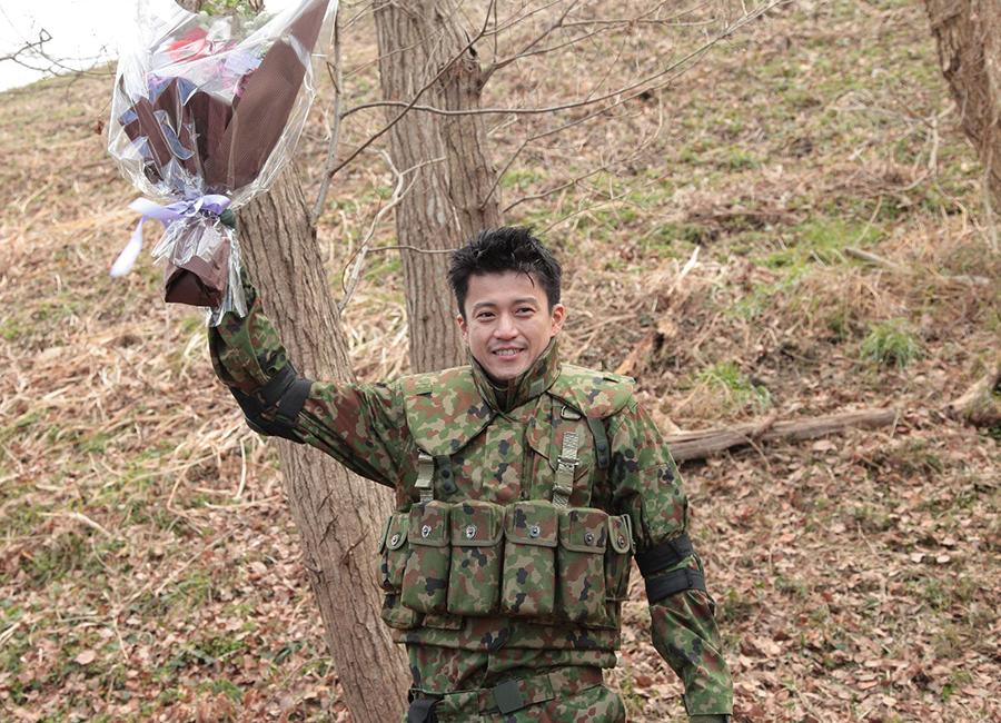 ドラマ『CRISIS 公安機動捜査隊特捜班』クランクアップ時の小栗旬