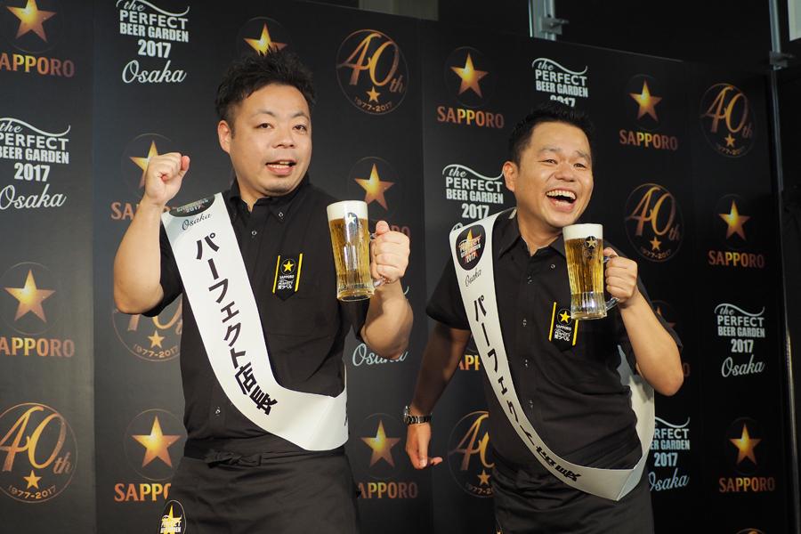 「パーフェクト店長」として登場したダイアンの西澤裕介、津田篤宏(左から、19日大阪市内)