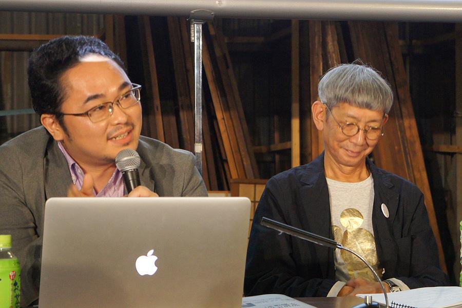 新劇場について説明するあごうさとし代表理事(左)と茂山あきら理事