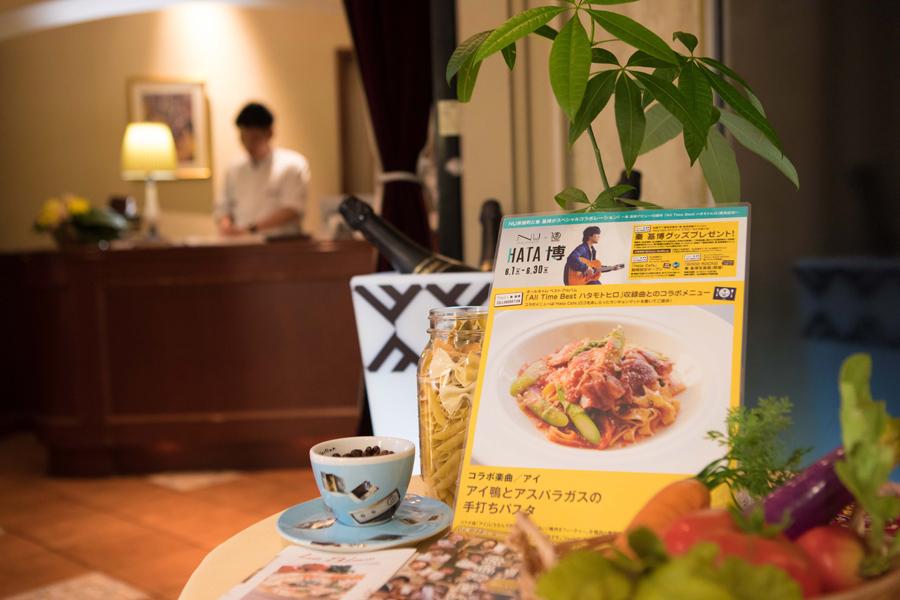 『Girl』『アイ』『虹が消えた日』『キミ、メグル、ボク』など秦の名曲を各飲食店がイメージ