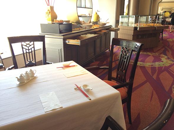 中国料理「王朝」の店内