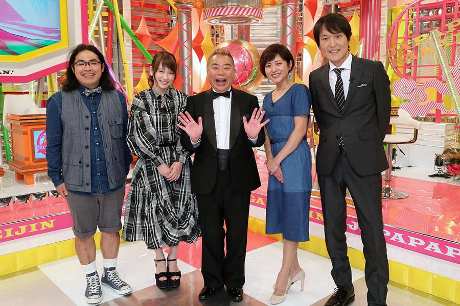 左から、中岡創一(ロッチ)、川栄李奈、出川哲朗、三田寛子、千原ジュニア
