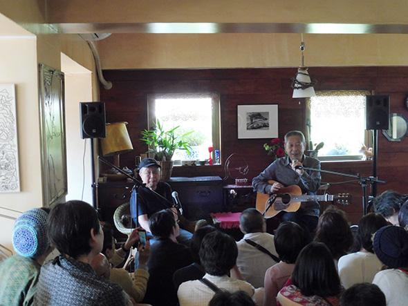 6月3日におこなわれたトークイベントより。ゲストは大塚まさじ(シンガーソングライター)