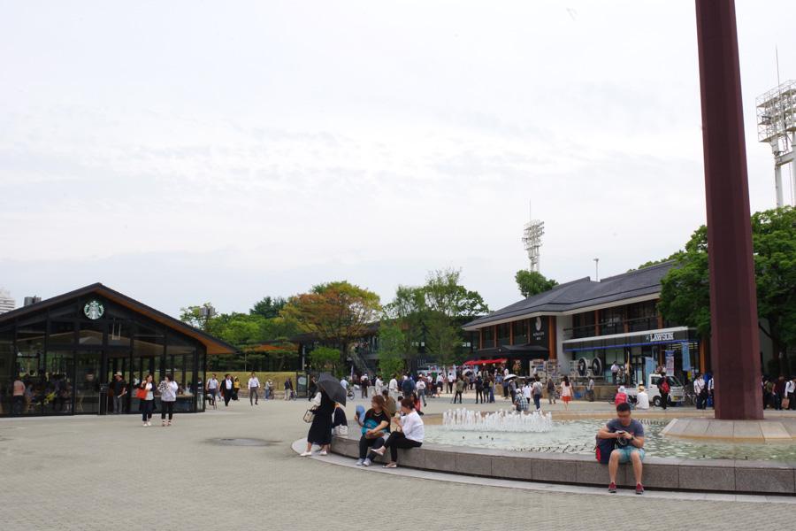大阪城ホール前の噴水から見る「ジョー・テラス・オオサカ」