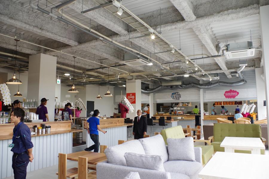バーガーやタコス、クラブマーケットなどハワイから6店が集結。本場の雰囲気が楽しいフードコート
