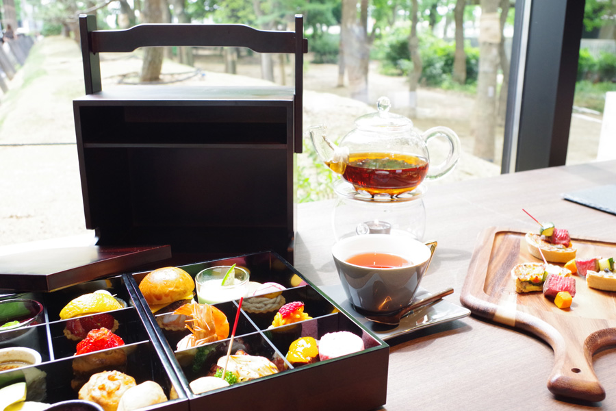 アフタヌーンティ2500円は、高級紅茶ロンネフェルトを含む16種の紅茶に焼きたてキッシュとピンチョスが食べ放題