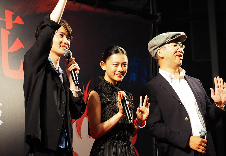左から、神木隆之介、杉咲花、米林宏昌監督(28日・大阪市内)