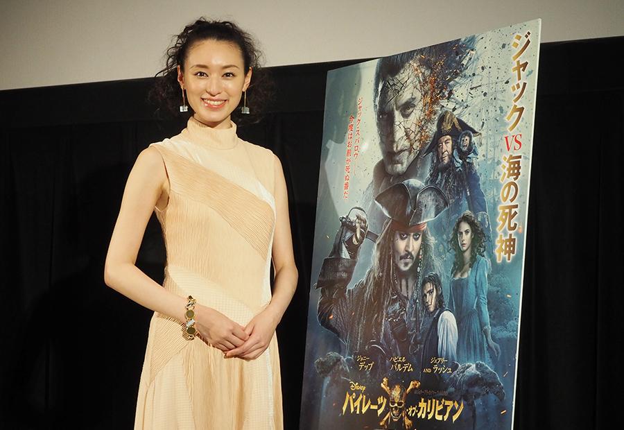 大阪での舞台挨拶に登場した女優の栗山千明(21日・大阪市内)