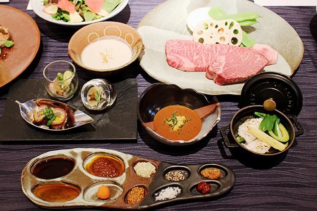 椚座牛のステーキや、瞬間的に蒸し焼きした鱧をウニ醤油でいただく、「ホテル ラ・スイート神戸ハーバーランド」の鉄板焼「心」のディナー