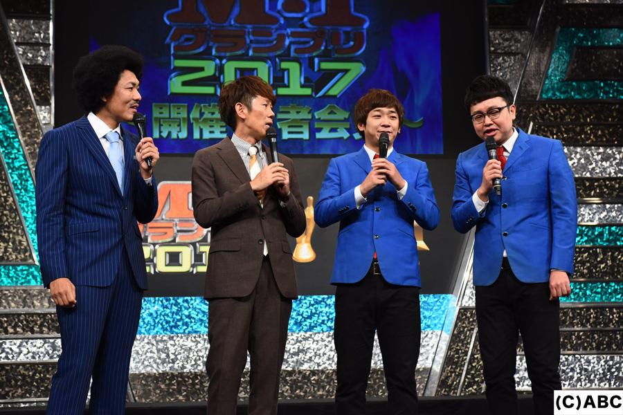 優勝賞金1000万円をどう使ったか話す昨年の王者・銀シャリ(左から鰻、橋本)と、司会のトータルテンボス