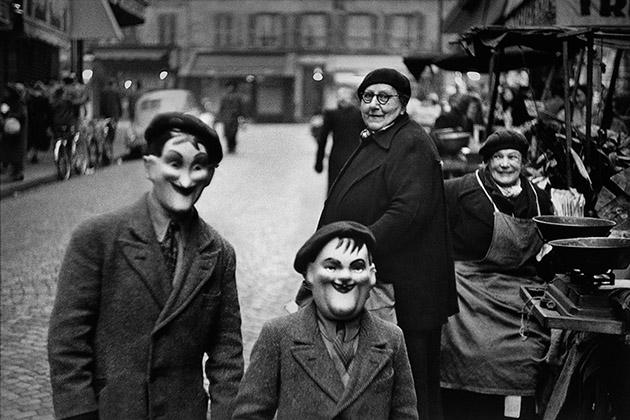 パリ、1949年 エリオット・アーウィット ©Elliott Erwitt / Magnum Photos