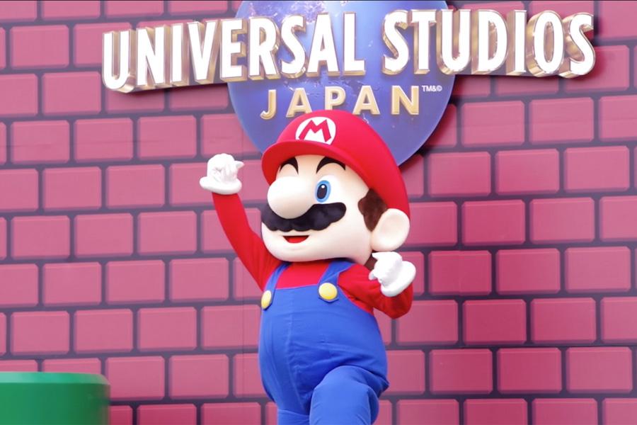 ゲームのオープニングテーマと共にマリオが登場