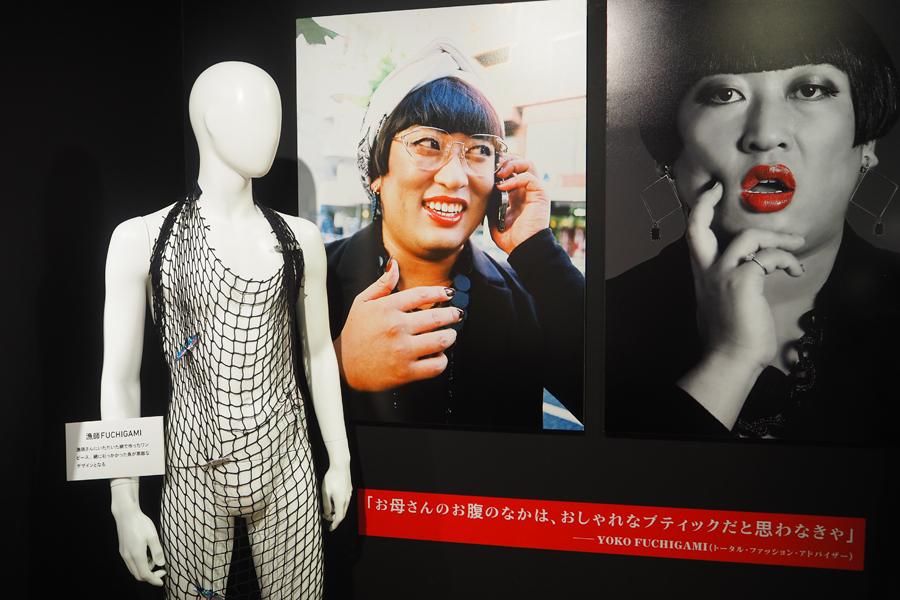 YOKO FUCHIGAMIのコーナーは斬新な衣装が多数並ぶ
